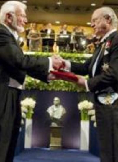 Dr. Thomas Steitz receives the Nobel Prize in 2009